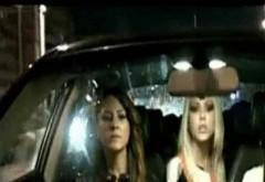 Oamenilor nu le-a venit să creadă când au văzut joi seara mașina Denisei Manelista în trafic! S-au frecat la ochi când au văzut cine era la volan