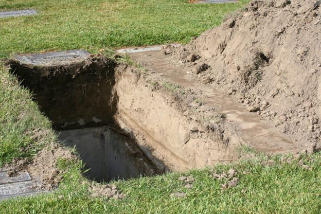 Pe ASTA nu o știai! De ce este OBLIGATORIU ca morții să fie îngropați la 2 metri sub pământ