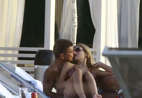 """Cristi, nu te mai astâmperi! Boureanu şi-a """"biciuit"""" iubita la piscină, iar, la final... i-a dat """"perversa""""!"""