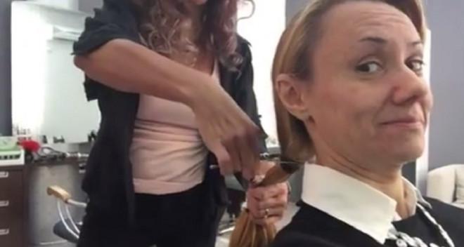 """VIDEO / Fosta bebelusã Oana Ioniță, schimbare radicală de look! """"5 ani de creștere s-au finalizat în 5 secunde de tăiere!"""""""