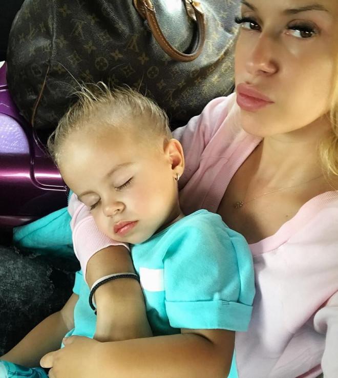 Anda Adam și-a surprins fetița dormind. Ce au observat la Evelyn toți internauții