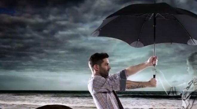 Cum arată și cât costă umbrela care face față celor mai puternice rafale de vânt