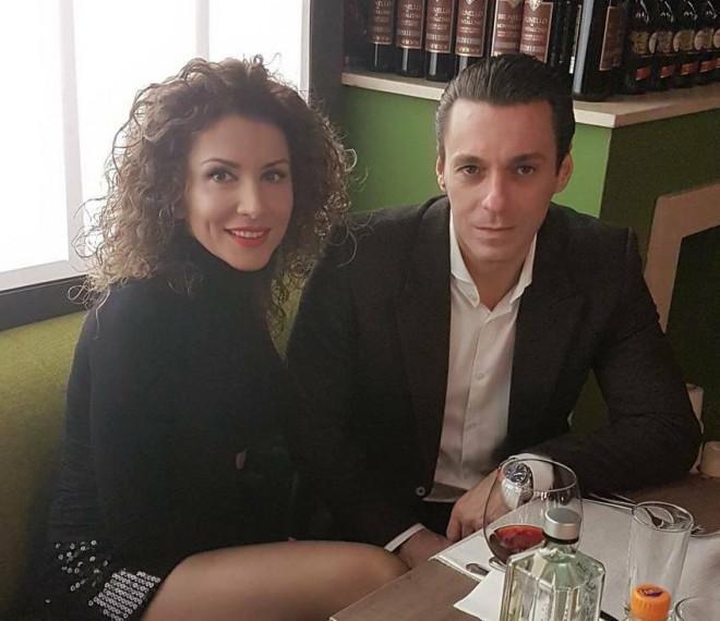 Cu cine s-a iubit Mircea Badea, vreme de 7 ani, înainte de Carmen Brumă. Fosta lui dragoste arată demențial și are bani grămadă. :O Cu ce se ocupă femeia