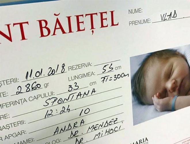"""""""Sunt baietel"""" Surpriza la inceput de an in Romania! A nascut Andra"""