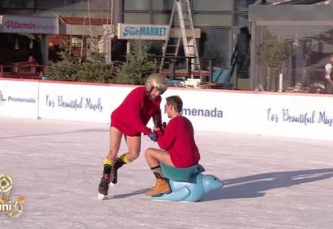 Răzvan Simion şi Dani Oţil au patinat goi la TV! Cum au ajuns în această ipostază ruşinoasă