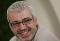Cătălin Crișan a albit, dar de dor. :) Solistul e foarte schimbat. Cum arată acum și cu ce se ocupă
