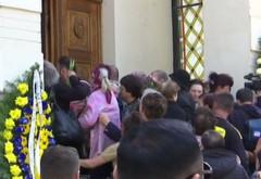 Ce a pus Anamaria Prodan în pachetele date de pomană la înmormântarea mamei sale