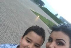 Adriana Bahmuțeanu a postat această fotografie, în care apare alături de fiii ei. Imediat au apărut reacțiile după ce oamenii au observat cu cine seamănă. Vedeta nu a mai rezistat și le-a dat replica