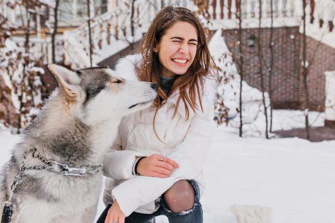 Geaca de femei potrivită pentru vacanţa de iarnă 2021