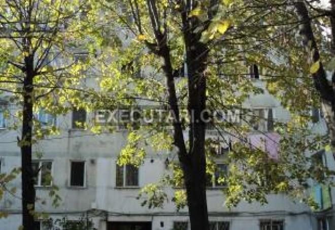 Executari silite Ploiesti: Apartament cu 3 camere, in zona de Vest, la 18.000 EURO