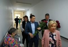 Bogdan Toader si Rodica Paraschiv le-au adus zambetul pe buze batranilor cazati in centrul de la Liliesti-Baicoi