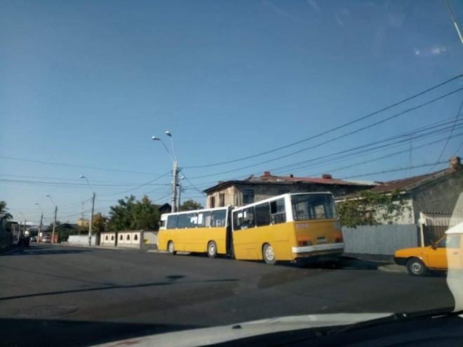 Autobuz, RUPT in douã, sub greutatea hotiei si nesimtirii de la TCE Ploiesti