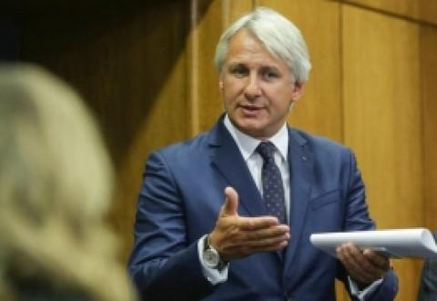 Ministrul de Finanţe, despre impozitarea nunţilor: 'Este o imbecilitate a celor de la ANAF chiar dacă este în lege'