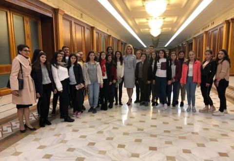 "Laura Moagher i-a dus pe elevii de la ""Jean Monnet"" sa viziteze Parlamentul"