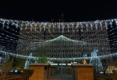 In orasul invins de gunoaie si gropi, PNL il lauda pe primarul Adrian Dobre pentru iluminatul festiv