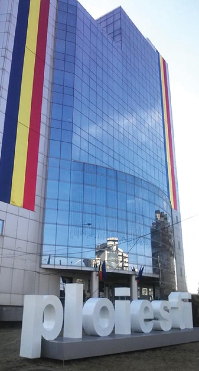 Haos total la prima şedinţă a consilierilor locali, în noul sediu administrativ al Primăriei Ploieşti