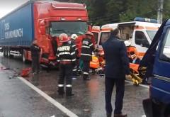 Accident grav pe DN1, la Banesti. Impact intre un microbuz plin cu pasageri si o camioneta
