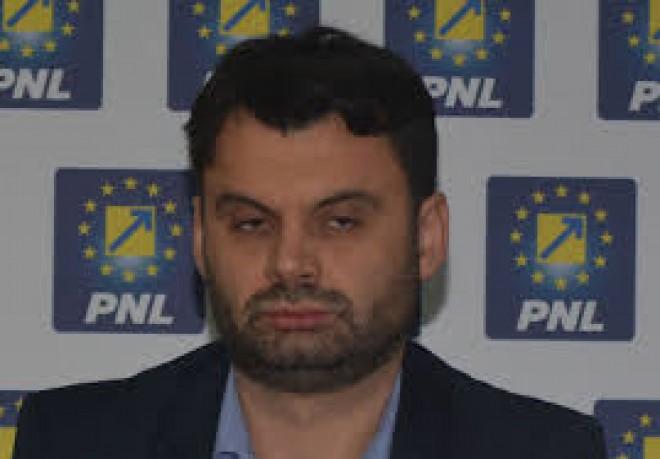 Ieri dadea vina pe Guvernul PSD pentru falimentul Ploiestiului. Azi, se lauda cu tramvaiele noi furnizate de... Guvernul PSD!