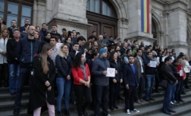 Curtea de Apel Bucureşti se dezice de protestul magistraţilor, de pe scările instituţiei: Manifestaţia nu are autorizatie