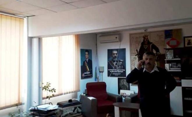 Un primar PNL din Prahova își ține în birou un tablou cu Nicolae Ceaușescu: 'Ce e rău în asta?'