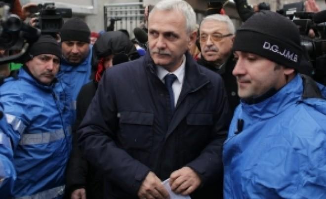 VIDEO - NEBUNIE la ICCJ: protestatarii #rezist au fost scoși de jandarmi din curte