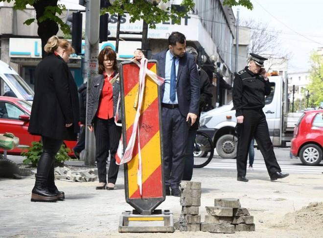 La final de mandat si in an electoral, Dobre a iesit pentru prima oara pe strada. Si nu la vreun festival de mancare si bautura moca!
