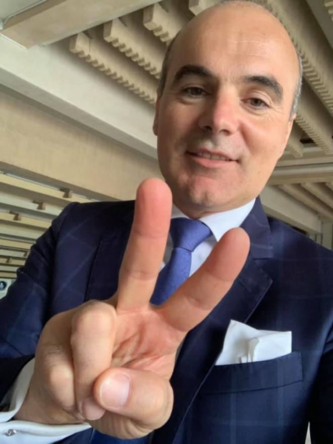 """#AFACERILE LUI RAREŞ BOGDAN (III). """"Jocurile"""" lui Rareş Bogdan """"mufate"""" ani în şir la contracte pe bandă rulantă de sute de mii de euro din bani publici"""