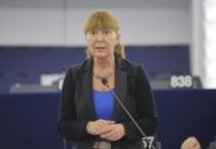 Comunism mascat! Cum vrea Monica Macovei să fie numiţi judecătorii CCR: Negocieri doar cu activiştii #rezist