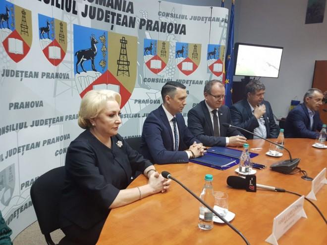 """Viorica Dancila a facut misto de primarul Dobre: """"A vopsit scarile pentru Iohannis"""""""