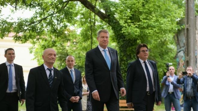 """Klaus Iohannis, huiduit la Timişoara: """"Jos Iohannis!"""": Preşedintele: """"Fiecare cu părerea lui"""""""