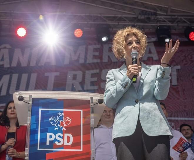 """Carmen Avram: """"Faptul că ei îndeamnă """"să ridicăm bâtele"""", înseamnă că le este frică de noi!"""