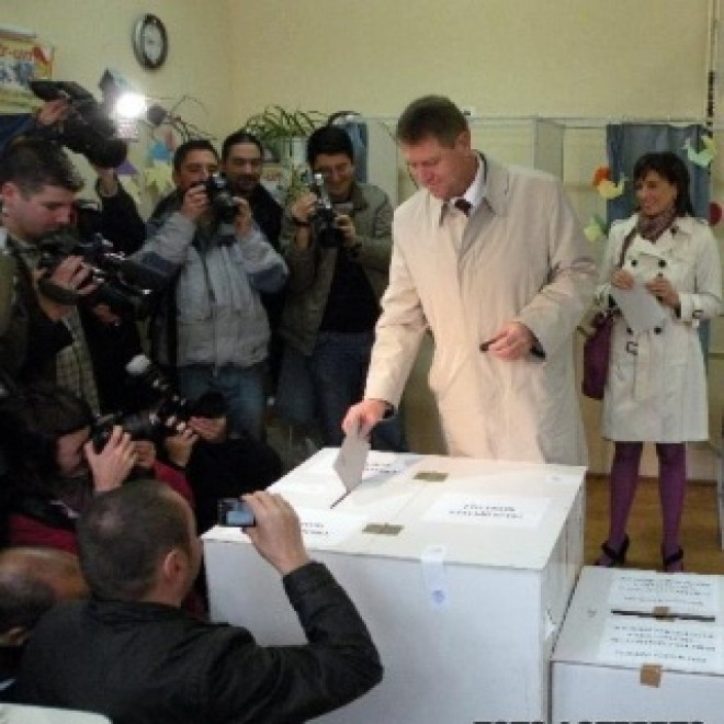 "Ipocrizie si prosteala pe fata! Klaus Iohannis a votat doar la scrutinul prezidential: ""Referendumul mi s-a parut inutil"""