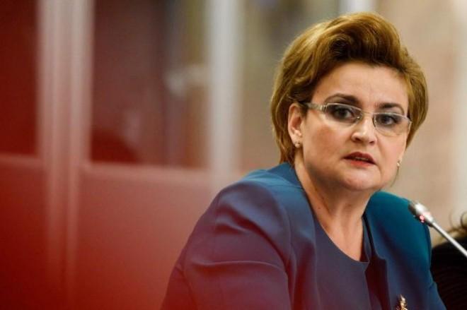Miniştrii Gavrilescu şi Deneş au mers în zonele afectate de inundaţii; au discutat cu oamenii şi au anunţat investiţii