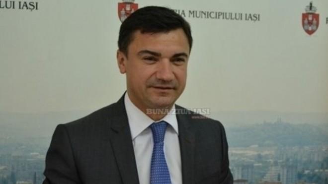 Băiețelul lui Mihai Chirică, primarul de la Iași, a cumpărat un imobil cu 250.000 de euro când avea doar 11 luni!