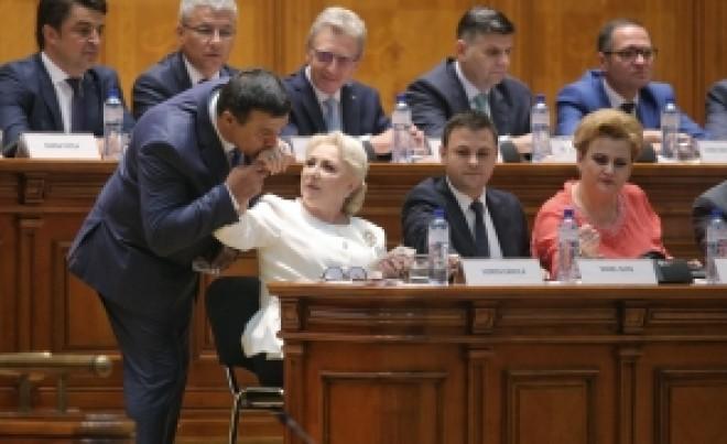 A picat moțiunea de cenzură: numărătoarea neoficială din Parlament