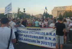 Un grup de protestatari din P. Victoriei: STOP abuzurilor din justitie