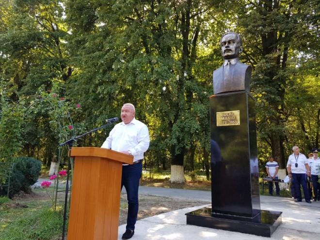 Viceprimarul Cristi Ganea, prezent la dezvelirea bustului marelui om politic Iuliu Maniu, in Parcul Bucov