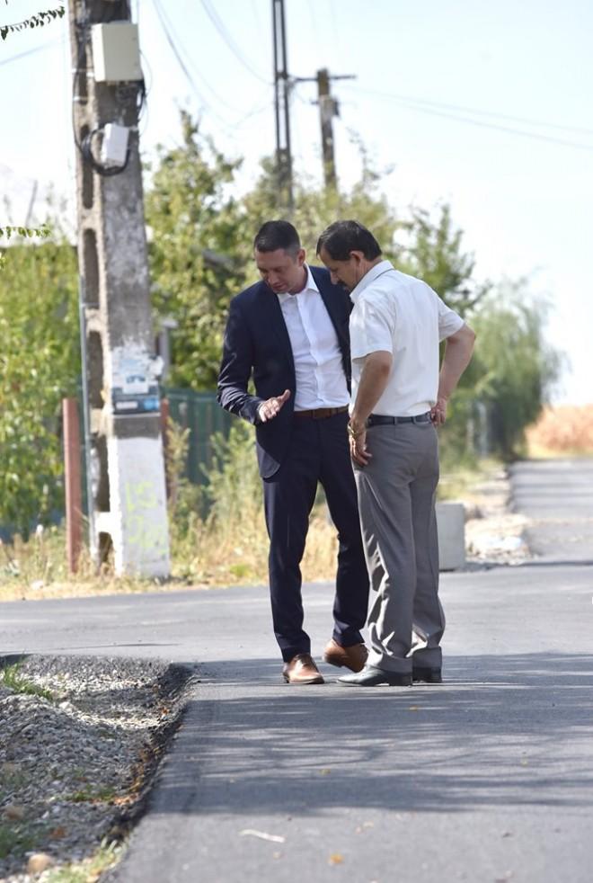 Asfaltarile din Prahova, sub lupa presedintelui CJ. Bogdan Toader, in inspectie pe drumurile reabilitate