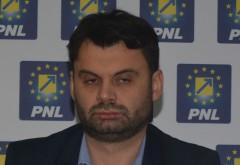 """Tinerii ploiesteni fac misto de primarul Dobre, pe Facebook: """"Seamănă cu un taliban alcoolizat care se cam clatină"""""""