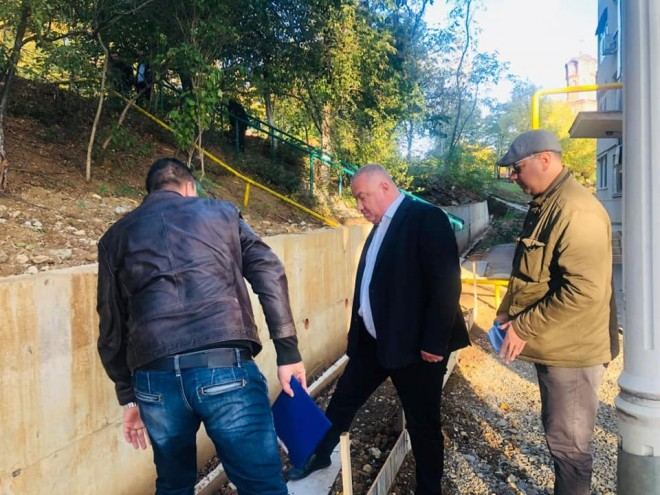 Viceprimarul Ganea, vizita de lucru pe strada Andrei Muresanu din Ploiesti: Trebuie sa finalizam urgent lucrarea la versant