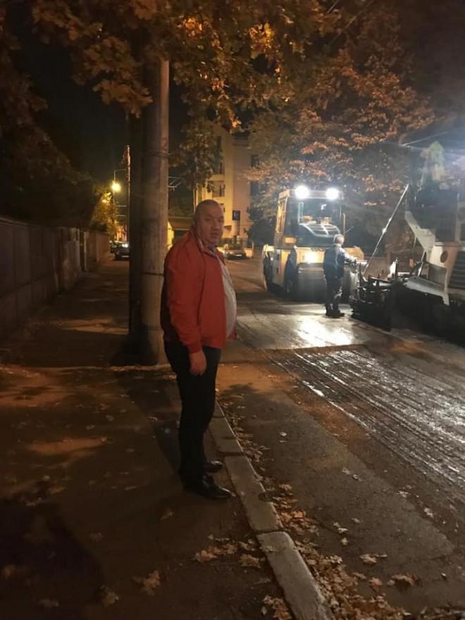 Viceprimarul Cristi Ganea a mers, azi noapte, in zonele unde se asfalteaza. Ce a descoperit