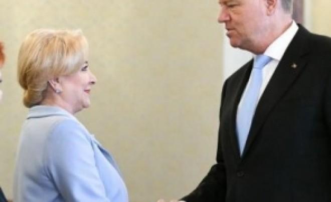 Mutu' e mort de frica! Iohannis îi cere Vioricăi Dăncilă să nu se ducă la dezbaterea sa: 'Nu va fi primită!
