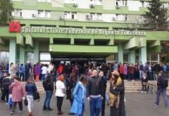Primul PROTEST din cauza unei decizii luate de Guvernul Orban: demiterea managerului Spitalului Județean din Timișoara a scos angajații în stradă