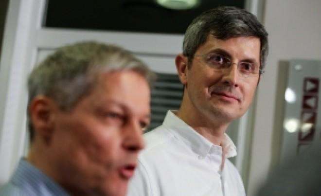 Dacian Cioloș îl UMILEȘTE pe ministrul Educației: 'Seninătatea ministrului ne dă fiori! Reforma învățământului din România este o urgență'