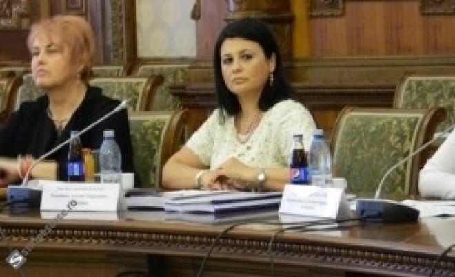 Klaus Iohannis, înfruntat la CSM: Judecătoarea Gabriela Baltag i-a cerut să condamne protocoalele secrete şi să nu implice justiţia în campanie