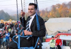 Orban dă cu BAROSUL: Profesorii ar putea să NU primească creșterile salariale promise /VIDEO