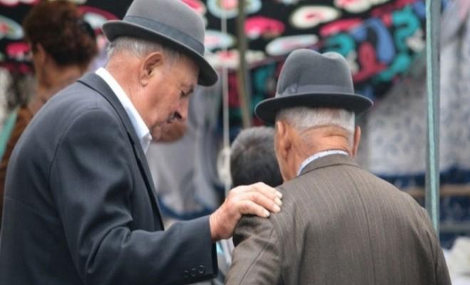 PENSII 2020. Pensionarii au fost lăsați fără bani de bâlbele Guvernului. Sute de mii de bătrâni disperați așteaptă pensia
