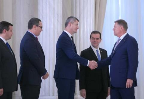 Politica e o curva: S-au folosit de USR sa darame PSD, iar acum, Iohannis si Orban ii declara 'partid non grata'