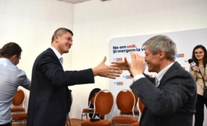 Intepaturi intre USR-isti. Dan Barna, despre Dacian Cioloș: A încercat să devină și el viral / VIDEO