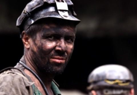 Minerii amenință că vin la proteste în Capitală după declarația lui Ludovic Orban